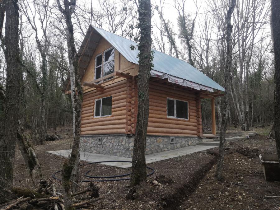 ForPost - Новости : Двухэтажные срубы появились в лесу на особо охраняемой природной территории под Севастополем
