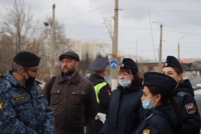 ForPost - Новости : В Севастополе охотники за должниками вышли на большую дорогу