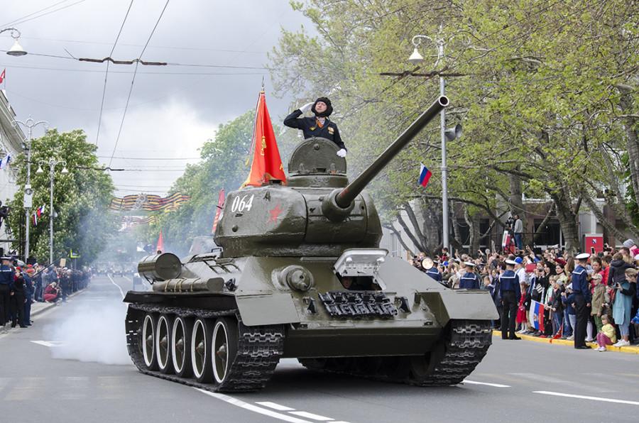 ForPost - Новости : На Парад Победы в Севастополе из советской техники будет только танк