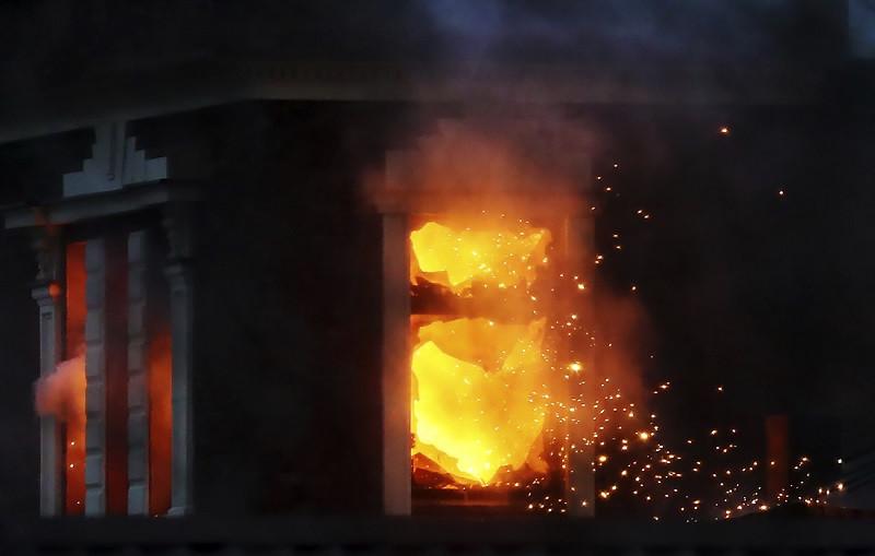 ForPost - Новости : В Подмосковье штурм особняка бизнесмена закончился стрельбой из гранатомёта и пожаром