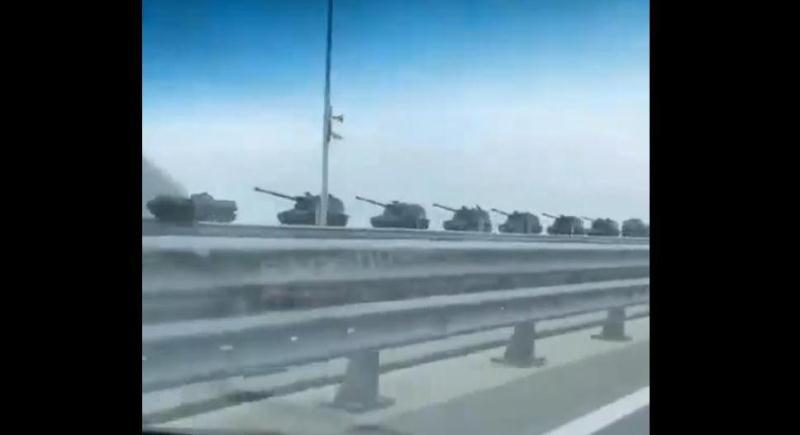 ForPost - Новости : В Крым перебросили большую колонну военной техники
