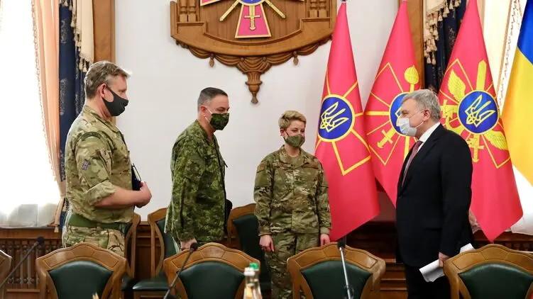 ForPost - Новости : На фоне обострения на Донбассе военные атташе США, Канады и Британии встретились с министром обороны Украины