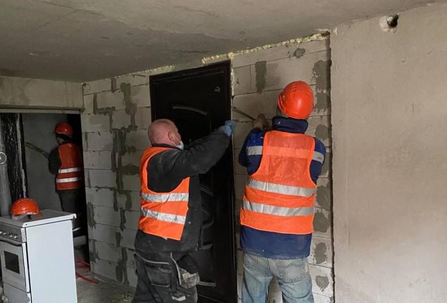 ForPost - Новости : Неизвестные ворвались в многоквартирный дом в Севастополе и забрали 6 дверей в подвале