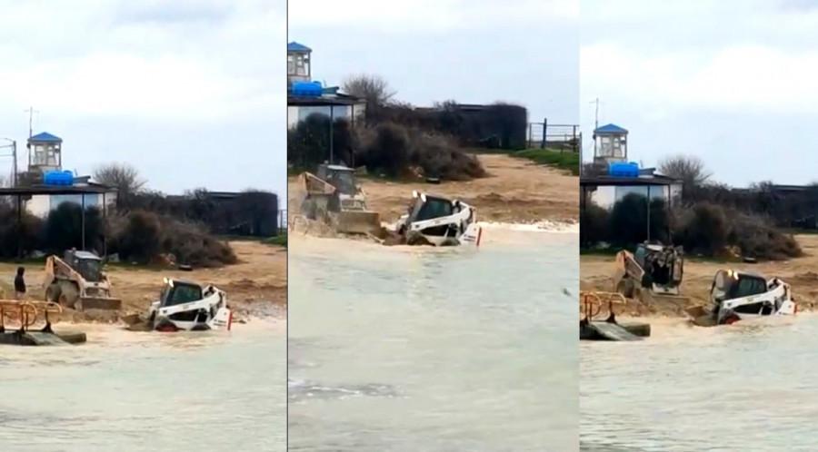 ForPost - Новости : В Севастополе трактора играют в «репку» у моря