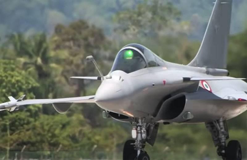 ForPost - Новости : Зарубежное медиа: Макрон намерен предложить Украине заменить советские МиГ-29 истребителями Rafale