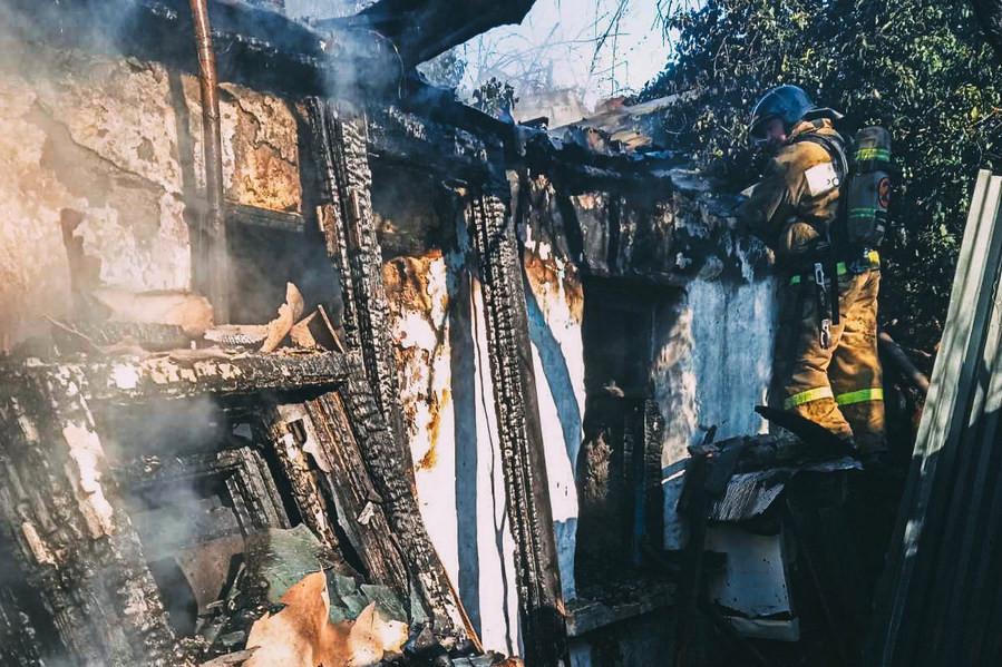 ForPost - Новости : Утром в Севастополе сгорел частный жилой дом