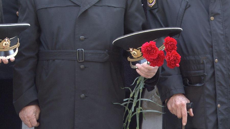 ForPost - Новости : В Севастополе вспомнили моряков затонувшей подлодки «Комсомолец»