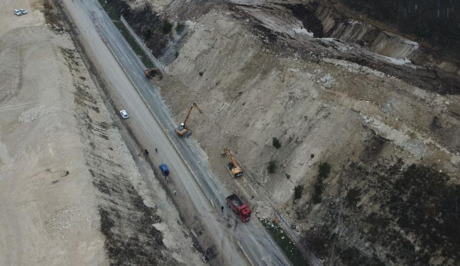 ForPost - Новости : Движение по Президентской дороге из-за оползня в Севастополе восстановят к утру