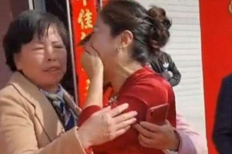 ForPost - Новости : Женщина на свадьбе сына узнала в невесте свою дочь