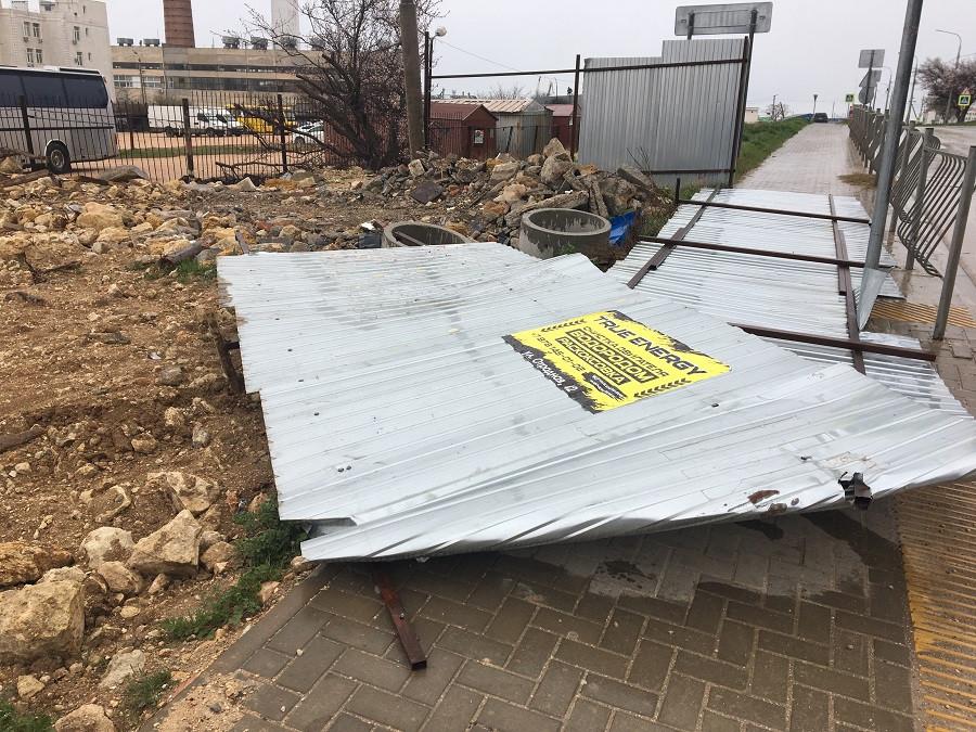 ForPost - Новости : В Севастополе на месте прокладки теплотрассы выросла свалка стройотходов