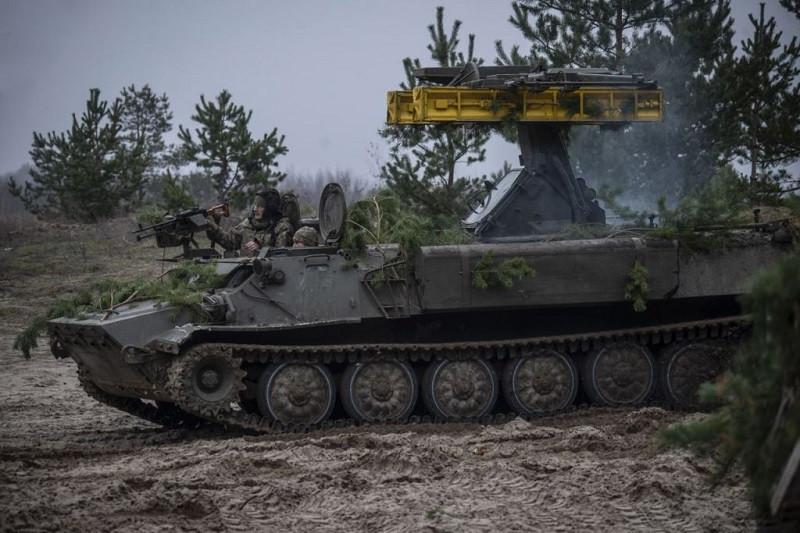 Украина перебрасывает тяжелую технику к границе Крыма