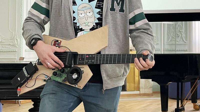 ForPost - Новости : Российский студент разработал гитару для людей с инвалидностью