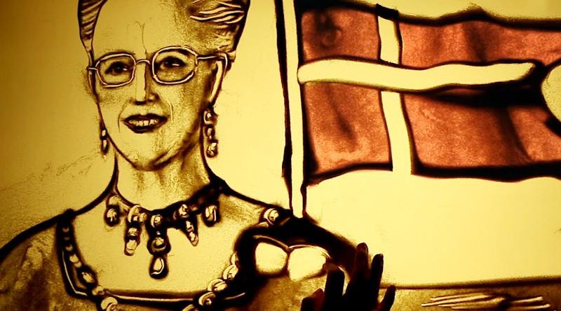ForPost - Новости : Песочный аниматор из Крыма поздравила с днем рождения королеву Дании