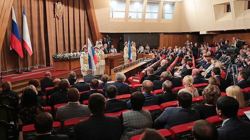 ForPost - Новости : Стали известны сверхуспешные депутаты Крыма и их жены