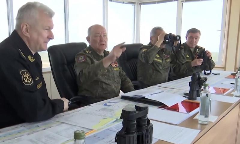 Завтра военные начнут покидать Крым