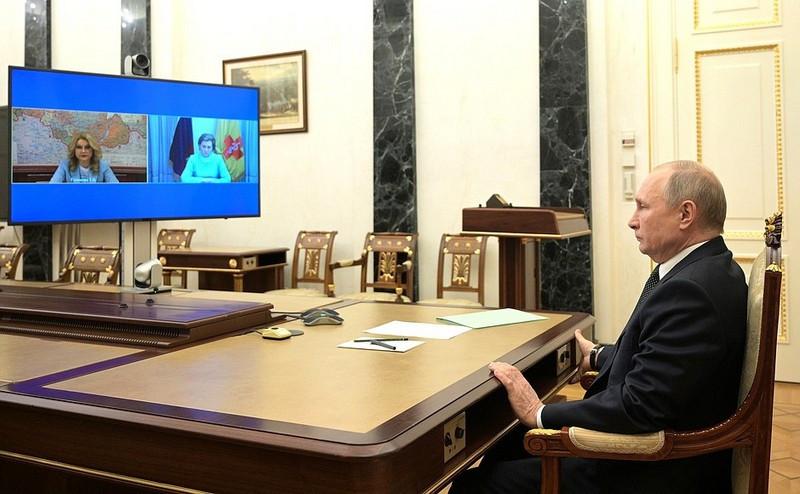 ForPost - Новости : Путин объявил дни между майскими праздниками выходными