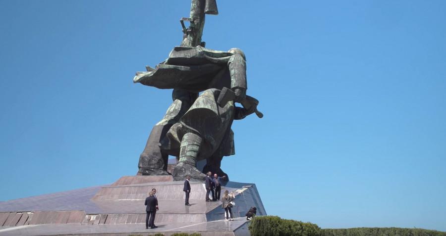 ForPost - Новости : Хуснуллин в Севастополе проверил Тавриду, кластеры и постоял на Матросе и Солдате