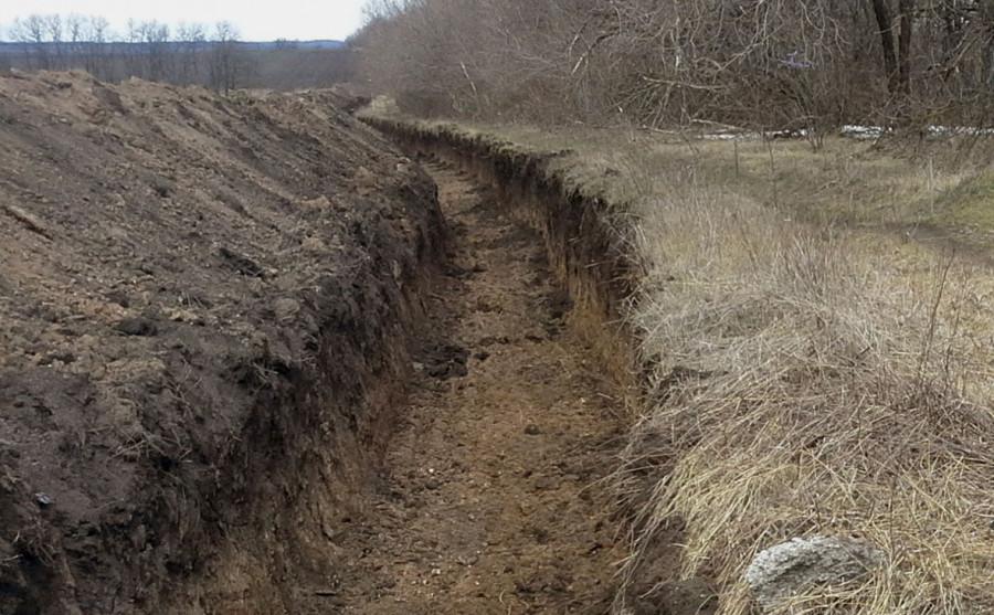 На Украине вместо стены на границе с Россией вырыли противотанковые рвы