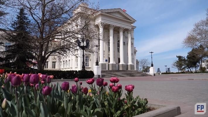ForPost - Новости : Почему тюльпаны вытеснили с севастопольских клумб розы и другие цветы?