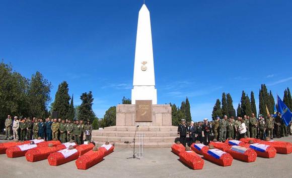 ForPost - Новости : На Мемориальном кладбище под Севастополем захоронили останки 277 бойцов