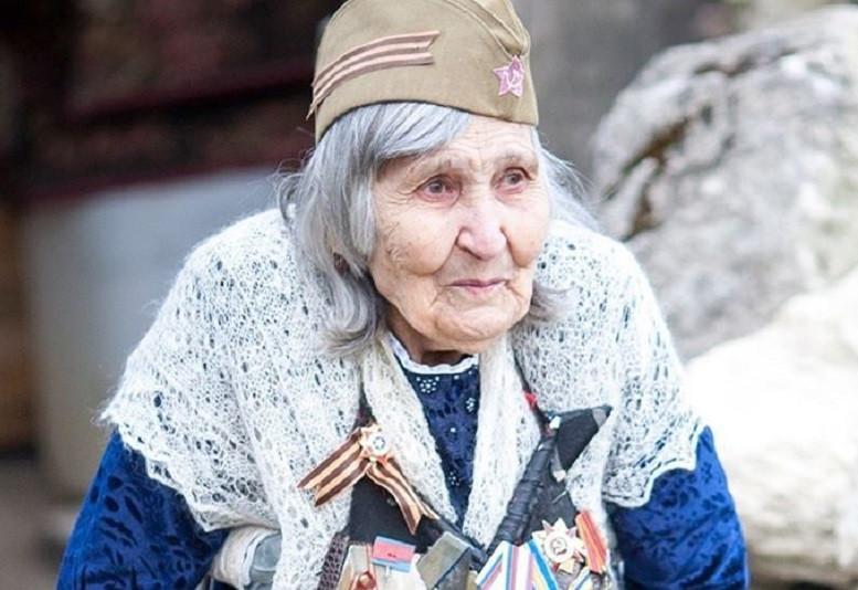ForPost - Новости : Могила знаменитой бабы Шуры неприятно поразила севастопольцев