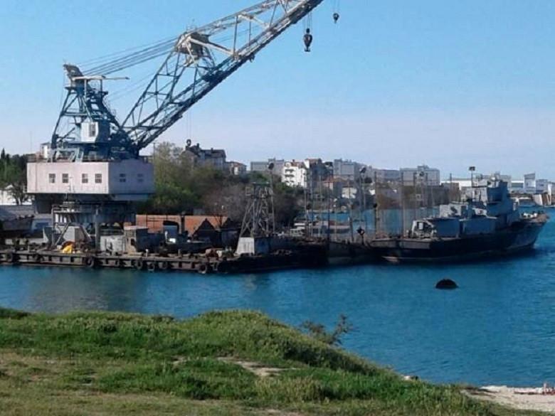 ForPost - Новости : Пильщики кораблей вернулись на прежнее место в Севастополе