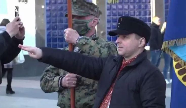 Украинские полицаи предупредили, что за использование георгиевской ленты и советской символики в День Победы будут жестоко карать