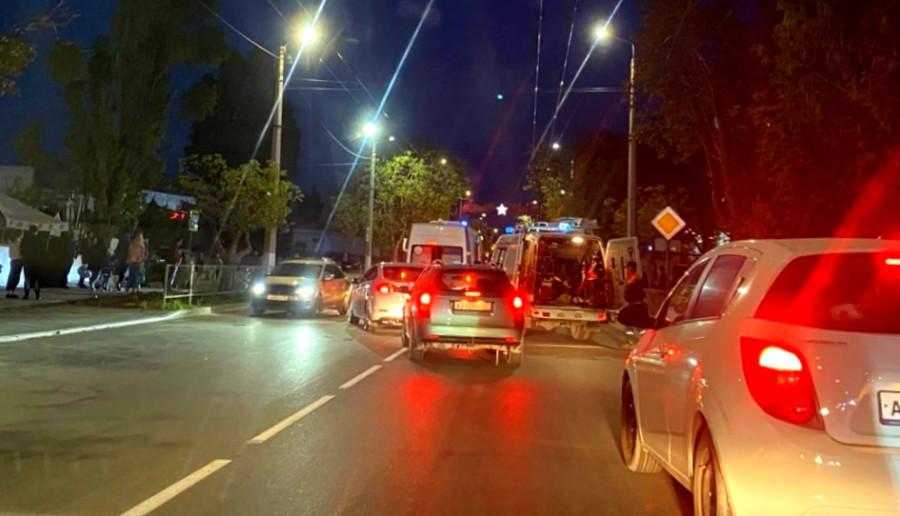 ForPost - Новости : В Севастополе автоледи развернула машину с беременной женщиной и врезалась в столб