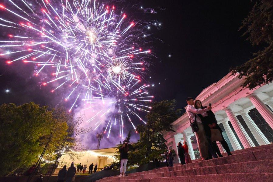 ForPost - Новости : Концерт в честь Дня Победы в Севастополе посмотрело более 20 тысяч человек