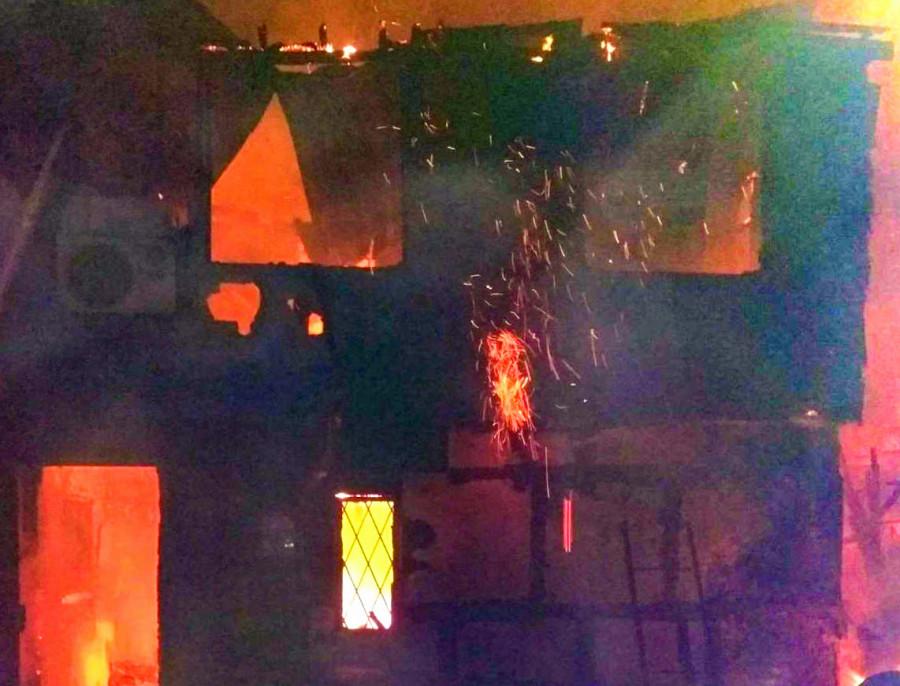 ForPost - Новости : Семье из сгоревшего в Севастополе дома помог спастись сосед