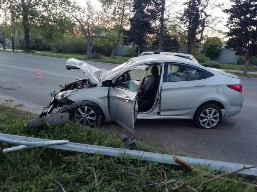 ForPost - Новости : Участников ночного ДТП в Севастополе разбросало вокруг машины