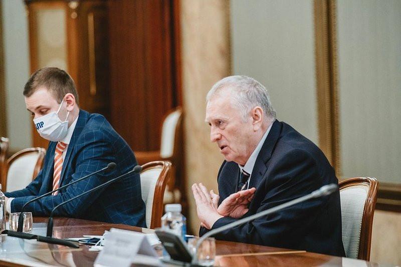 ForPost - Новости : Жириновский заявил о партийной девственности