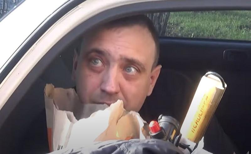 ForPost - Новости : Пьяный водитель перепутал права с набором для барбекю. Видео
