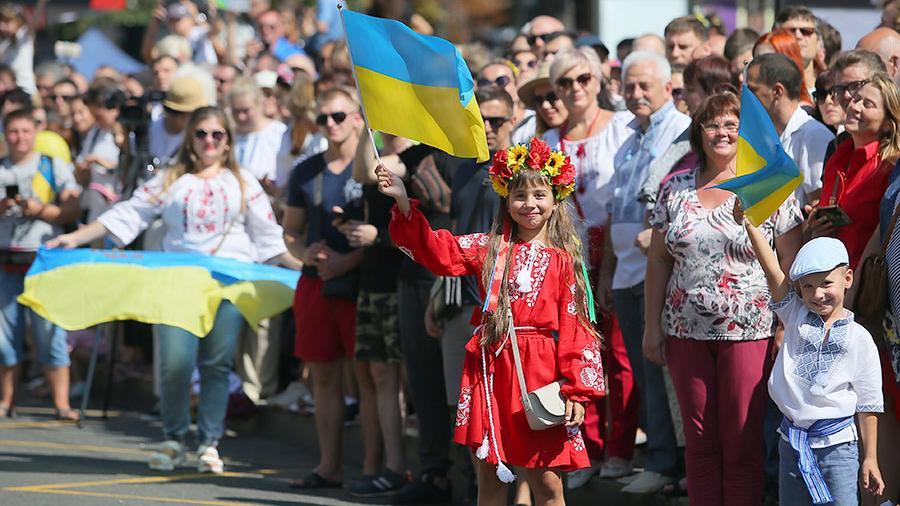 Зеленский не включил русских в перечень закона о коренных народах Украины