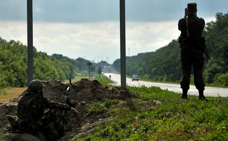 ФСБ заявила об увеличении активности дронов Украины на границе с Россией