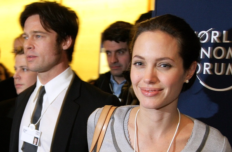 ForPost - Новости : Суд между Джоли и Питтом: русские пользователи осуждают Анджелину