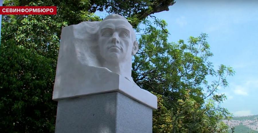 ForPost - Новости : Монумент Александру Терлецкому восстановили в Форосе