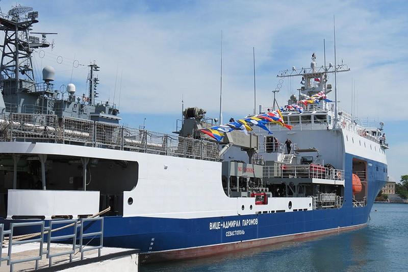 ForPost - Новости : В Севастополе в состав Черноморского флота принят новый морской танкер
