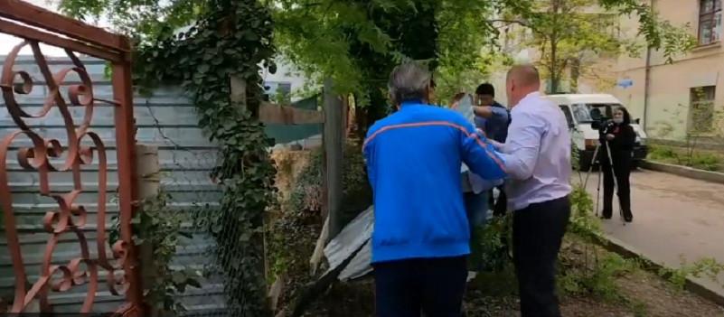 ForPost - Новости : Хозяину незаконного забора в Севастополе грозит суд