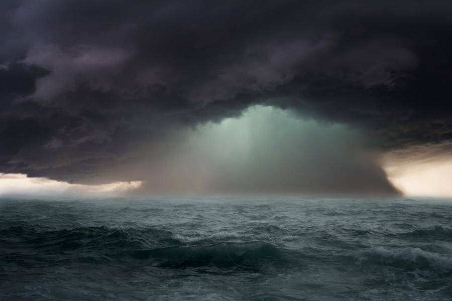ForPost - Новости : Мужчина с дочерью чудом спаслись, когда их яхта затонула в открытом море