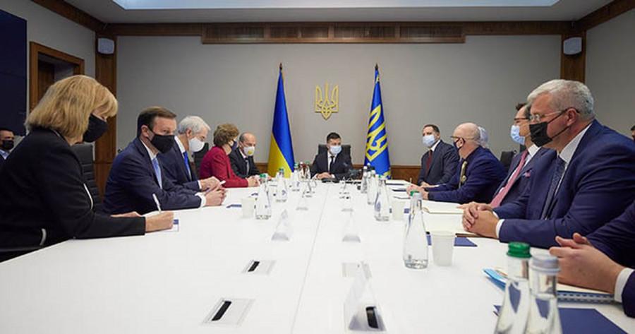 Сенаторы из США на встрече с Зеленским обсудили предоставление военной помощи Украине