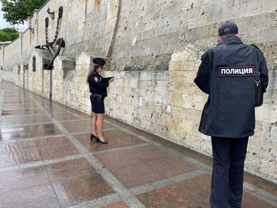 ForPost - Новости : Полиция и правительство Севастополя приступили к поиску вандалов с маркерами