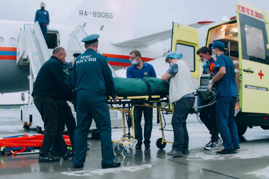 ForPost - Новости : Севастопольского ребёнка с ожогами спасли спецбортом МЧС