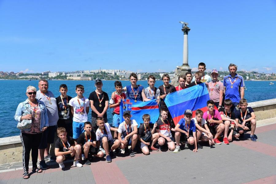 ForPost - Новости : Как юным футболистам из ЛНР организовали праздник в Севастополе