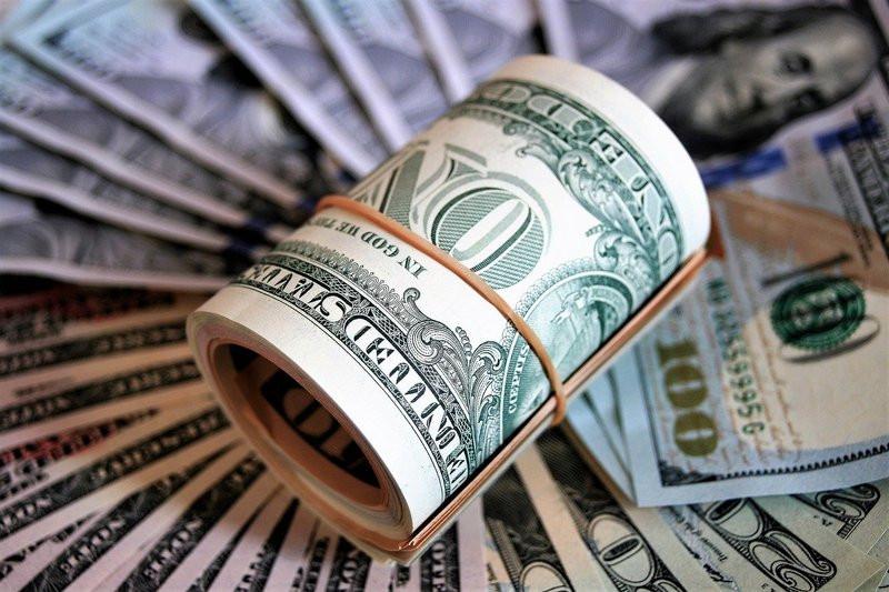 ForPost - Новости : Стало известно, стоит ли россиянам продавать доллары после их обнуления в ФБН