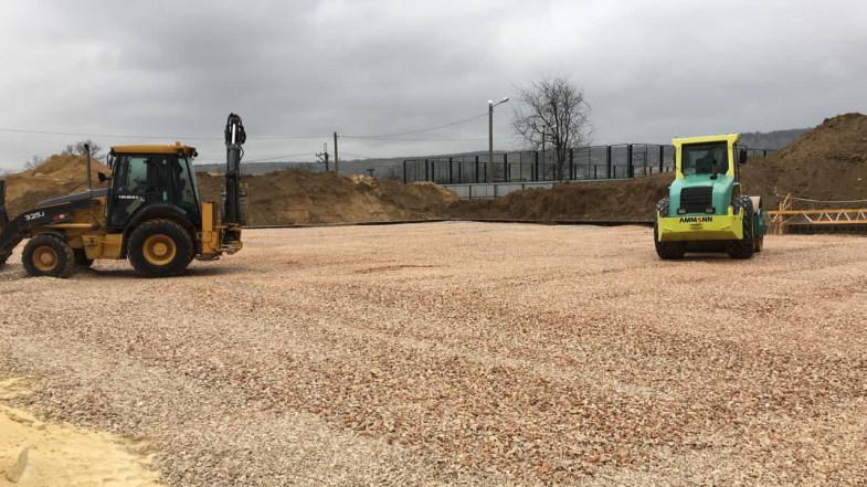 ForPost - Новости : В Севастополе строительство стадиона споткнулось о железную дорогу, а детский сад – о забор