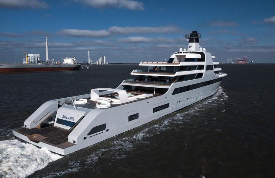 ForPost - Новости : Появились первые фотографии гигантской «тайной» яхты Абрамовича