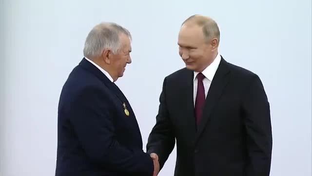 ForPost - Новости : «Маловато будет»: Путин о зарплате ростовского тракториста в 24 тысячи рублей