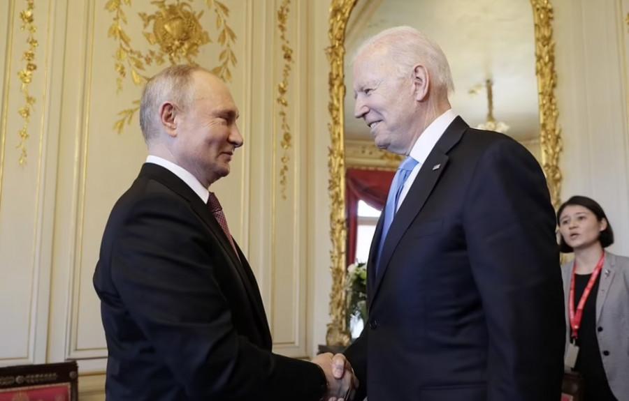 ForPost - Новости : «Байден в руках Путина»: мнения читателей Daily Mail о начале саммита