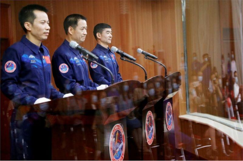 ForPost - Новости : «При помощи украденных технологий»: первые космонавты прибыли на китайскую станцию. Видео